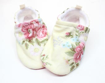 vintage yellow Baby shoes, baby shoes girl, soft sole, baby booties, baby boots, toddler shoes, baby girl shoes, baby moccasins,  floral