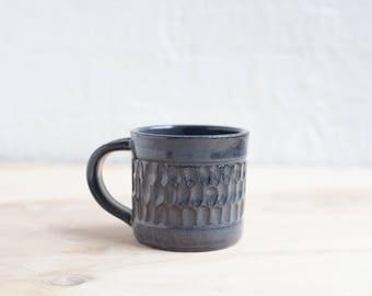 Carved Mug in Midnight Black