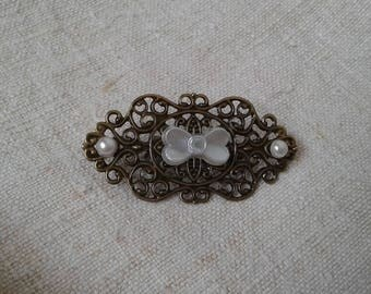 "brooch ""White Pearl knot"""