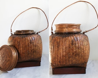 Reduced ! Large Straw Woven Basket with Lid and Handle
