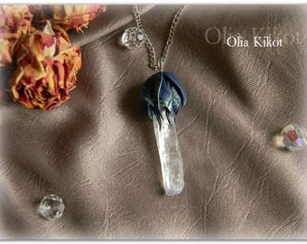 Pendant with a mountain crystal, from a polymer clay leaves blue with overflow. Pendant mountain crystal foliage.