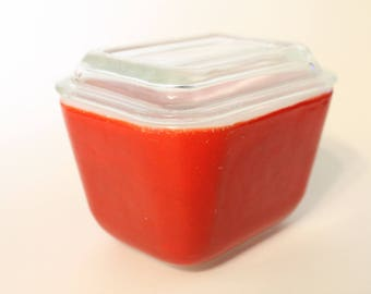 Pyrex Refrigerator Dish 501-B in Primary Red With Lid