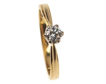 Vintage Engagement Ring - Diamond Solitaire set in 18 ct. Gold and Platinum - Birmingham, England approx. 1970s