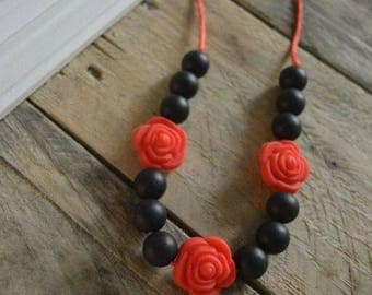 Teething necklace any little girl. [Black ose].