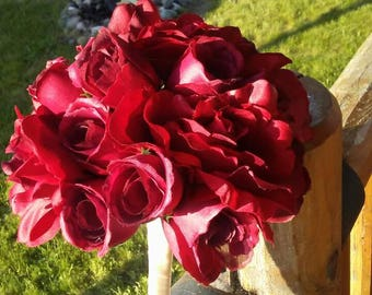 Red rose bouquet, with cream ribbon handle