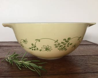 Sale! Was 14.00, Now 10.00!!! 1980s Pyrex Shenandoah Bowl - Yellow and Green Flowers Pyrex Bowl 442 1.5 quart Bowl
