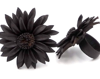 Chic Vintage ethnic flower leather ring