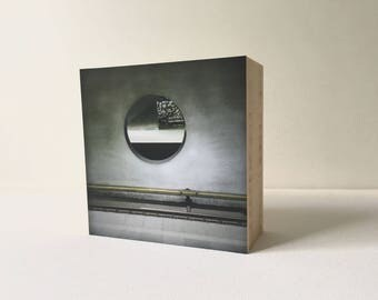 Travelling with you? -Photo Block bamboo-photo on wood-circle-Metro-Concrete-Rotterdam-photography-Home decoration