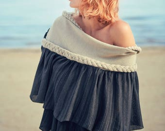 Knitted wrap with ruffles