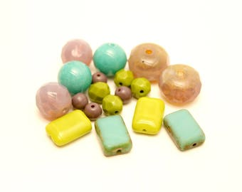 18 beads, Turquoise, Khaki, lilac, Czech glass