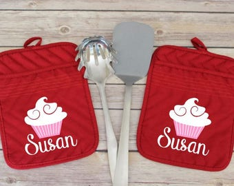 Personalized Oven Mitts, Monogrammed Oven Mitt, Red Potholder, Pot Holder Set, Red Kitchen Decor, Gift for Baker, Gift for Chef, Hot Pads