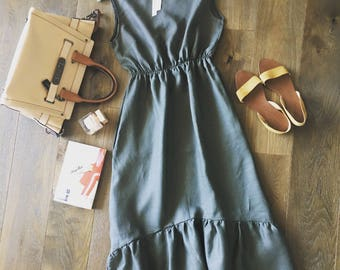 Reseda green ~ linen dress with pockets