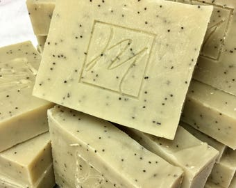 Natural Exfoliating handmade and scented with essential oils of melaleuca, poppy seeds, peppermint and Rosemary