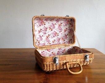 Retro suitcase Wicker / rattan - 1960 - France