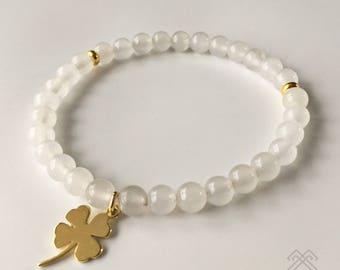 Womens bracelet - White Jade bracelet - Charm bracelet - Beaded bracelet - White bead bracelet - Shamrock bracelet