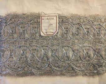Silver-coloured Vintage lace border