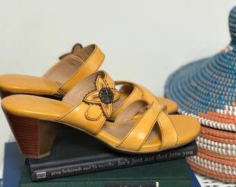 Naturalizer N5 Comfort mustard criss cross slide sandal  Size 9.5M