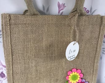 Natural jute bag with felt flowers