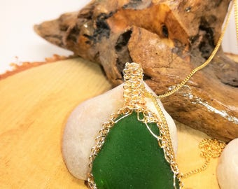 Green beachglass  pendant, Gold  wire macrame technique, green sea glass pendant, genuine seaglass pendant, wire macrame seaglass pendant