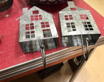 Saltbox house hooks