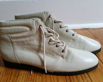 vintage ankle boots, cream leather womens shoe 9 M