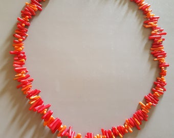 Dyed coral chips necklace