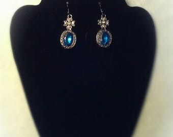 This is a one of a kind earrings set