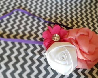 Elastic headband with pink and white flowers