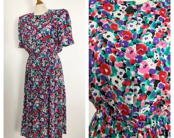 Floral vintage midi dress with short sleeves. Size 10