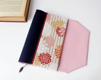 Protects-pocketbook adjustable fabric with bookmark (Japanese Chrysanthemum/blanc_indigo_rose patterned fabric)
