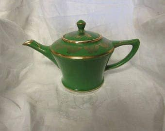 Vintage Hall Pottery Teapot Cleveland Emerald green/gold butterfly trim. USA 0152. 6 cup.