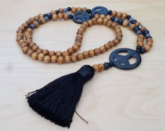Long necklace - wood beads - Howlite - Dragon - bohostyle - Bohemian - Dreamcatcher - boho chic - bohemian chic - black - Pompom