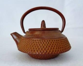 VJ385 :Nambu Tekki Teapot, Japanese vintage small Tetsubin Cast Iron Kettle,Ironware mini Teapot ,made in Japan