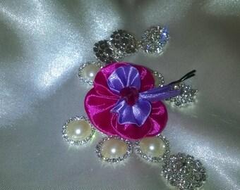 Flower hair clip made kanzashi way in satin ribbon Fuchsia and purple with a rhinestone heart
