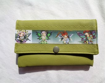 "Wallet green leatherette, ""fairies"" green stripe, 2 compartments."