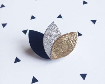 [END OF SERIES] Mini brooch 3 petals in Black/Silver/Gold leather