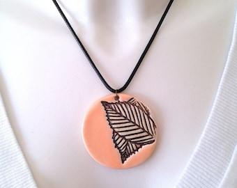 Necklace short faux leather, round ceramic pendant salmon black foliage