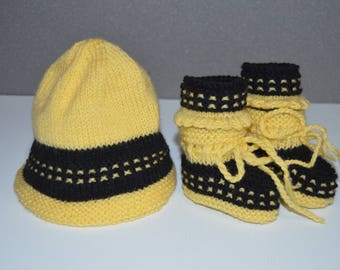 Set hat and booties very fashion
