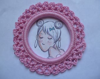 Round frame in light pink cotton crochet, handmade