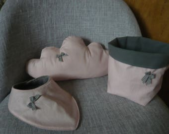 Cushion Pink and grey cloud, basket and bibs