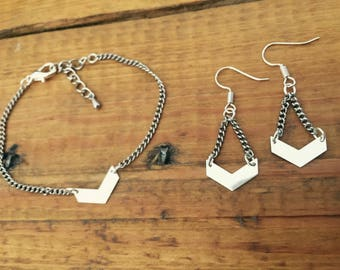 Bracelet and earrings silver chevron