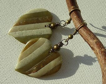 Earrings with pendants in shades of natures hearts