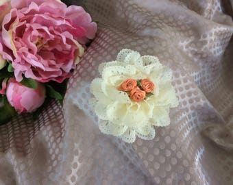 Flower 7 cm eyelet ivory and small flowers