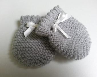 Grey mittens 0-3 month - birthday gift idea