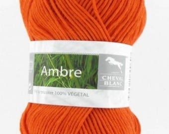 crochet wool Knitting yarn was Amber paprika No. 277 white horse