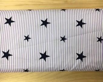 Tissu de coton imprimé etoile bleu marine fond blanc rayures mauve 150 cm largeur