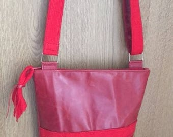 Wrinkled/distressed red leather shoulder bag