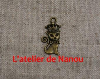 set of 2 Crown cat charms antique bronze 30 * 15 mm