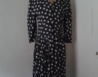 Vintage crepe (viscose?) dress with added easily detachable vintage collar
