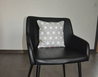Double-sided one side triangles and the other sashiko Cushion cover 33 x 33
